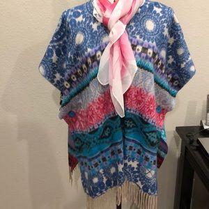 Layering 2fer. Desigual wrap & coordinating scarf